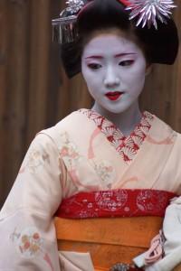 kyoto_maiko_1_brightened_djp