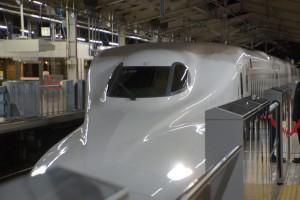 tokyo_shinkansen_at_platform_2_djp